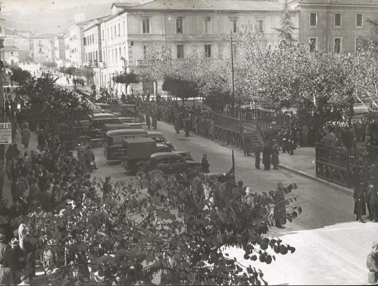 Corso Umberto 1959 - Festa di Santa Barbara con mezzi e attrezzature militari