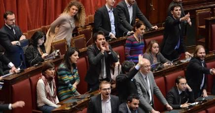 """Impeachment NAPOLITANO"""" & ASSALTO – AULA SORDA E GRIGIA"""" (LA NUOVA RESISTENZA DEL """"GRILLO"""" – OHIBO') – ALTRENOTIZIE…"""