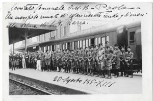 agosto 1935. picchetto d'onore a paola per l passaggio della salma di luigi razza destinata a vibo val.