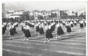 anno 1940.. saggio ginnico delle delle giovani italiane!!