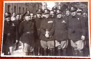 Gerarchi fascisti cosentini in occasione dell'inaugurazione del monumento ai caduti nella villa nuova