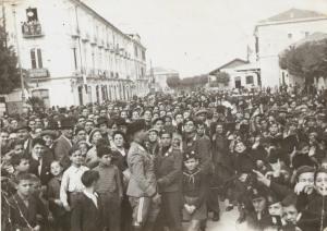Adunata di Piazza della Stazione intorno al 1935.