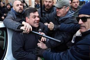 """AVVISO AI NAVIGANTI : ATTENTI ! CHE IL """"SANTO MANGANELLO"""" NON FUNZIONA A LUNGO L'EDICOLA E ALTRE NEWS"""
