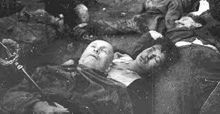 """QUEL 28 APRILE DEL '45 L'ESECUZIONE DEL DUCE DA PARTE DELLA CANAGLIA DI IENE E DI SCIACALLI PER SEMPRE LA CONDANNA DELL'INFAMIA L'EDICOLA E ALTRE NEWS """"A che serve il danaro?"""" di Ezra Pound – Recensione di Marco Cristiano"""