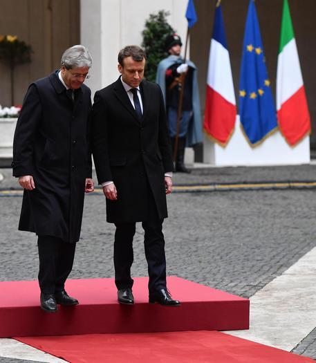 ITALIA E LA PRAVDA DALLA RAI A LA 7 DA SKY A MEDIASET PENSIERO UNICO E PSICOPOLIZIA